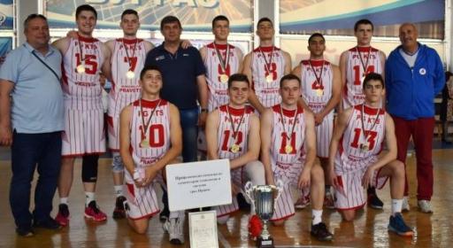 Отбори от Варна и Правец са №1 в ученическите финали