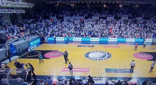 Скандал на финала в Турция, доиграха мач пред празни трибуни (видео)