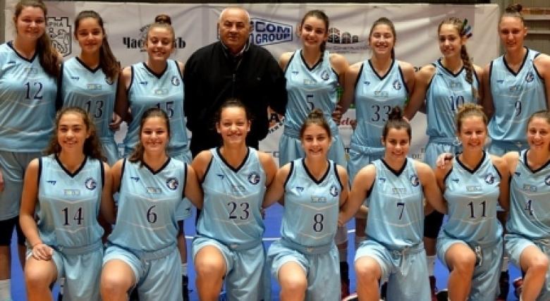 Трудна среднощна победа за Черно море, феноменални 20-20 за Юлияна Вълчева