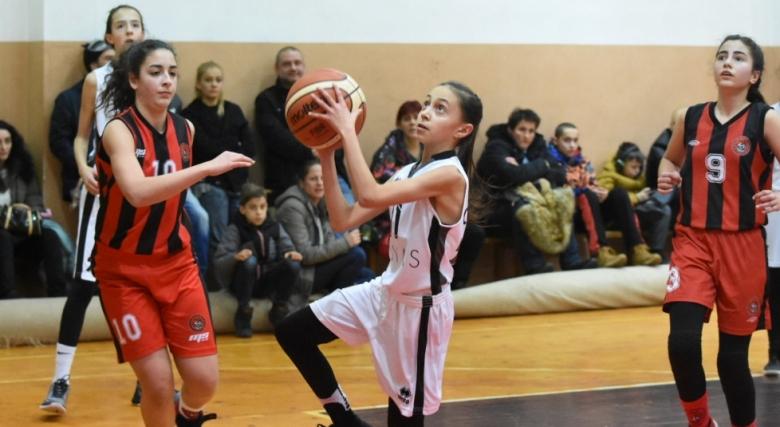 Галерии от четири мача при момичетата (14) в регион Витоша и Рила