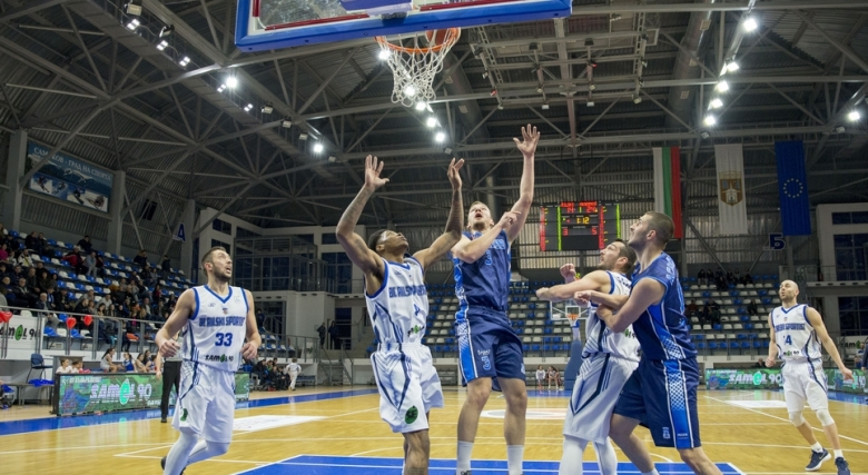 Академик Бултекс 99 взе 12 точки преднина в Самоков