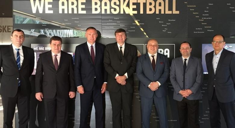 Ръководствата на БФБ и Левски Лукойл на посещение в централата на ФИБА
