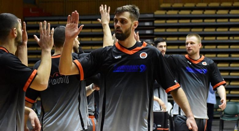 Още един сезон за Тони Гуджино в Академик Пловдив