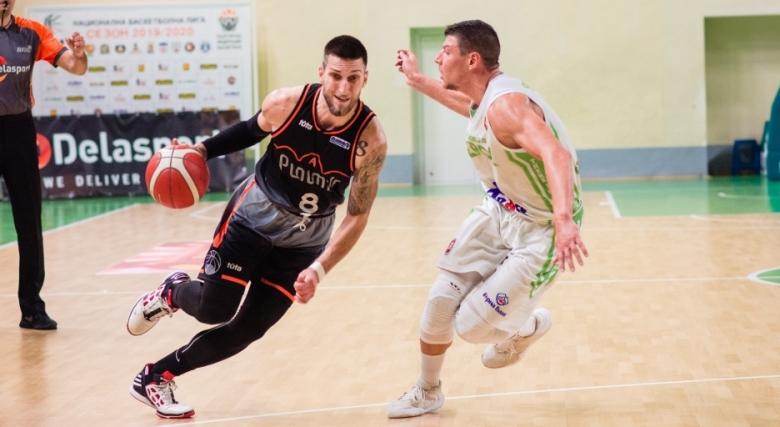 Академик Пловдив запази и Николай Николов