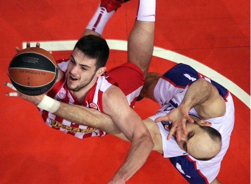 Olympiacos rallies past Efes to storm into playoffs!