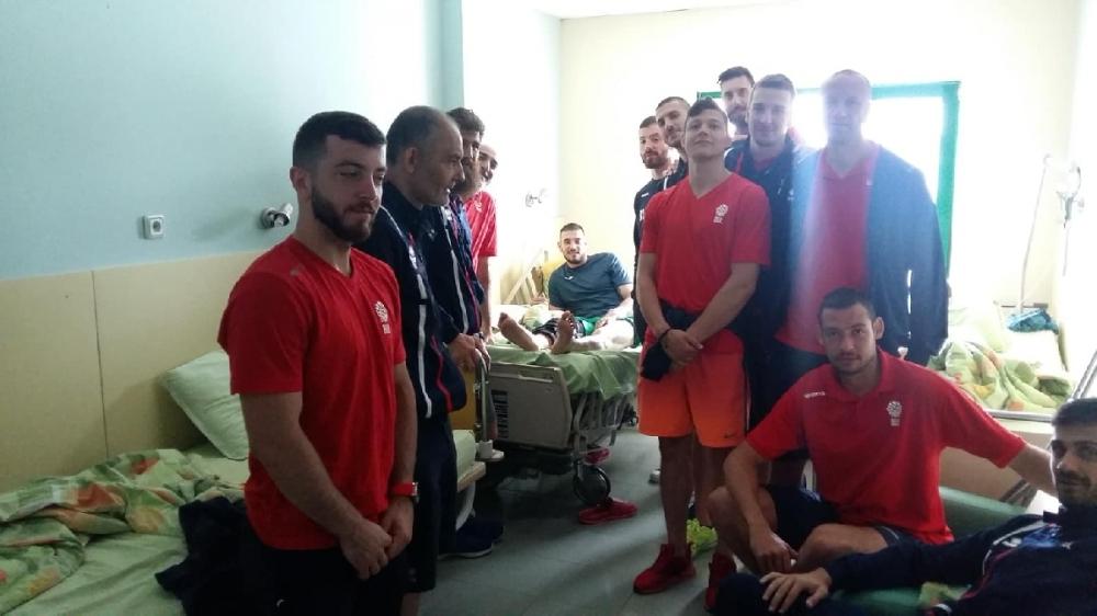Националите вдигнаха духа на оперирания Павлин Иванов