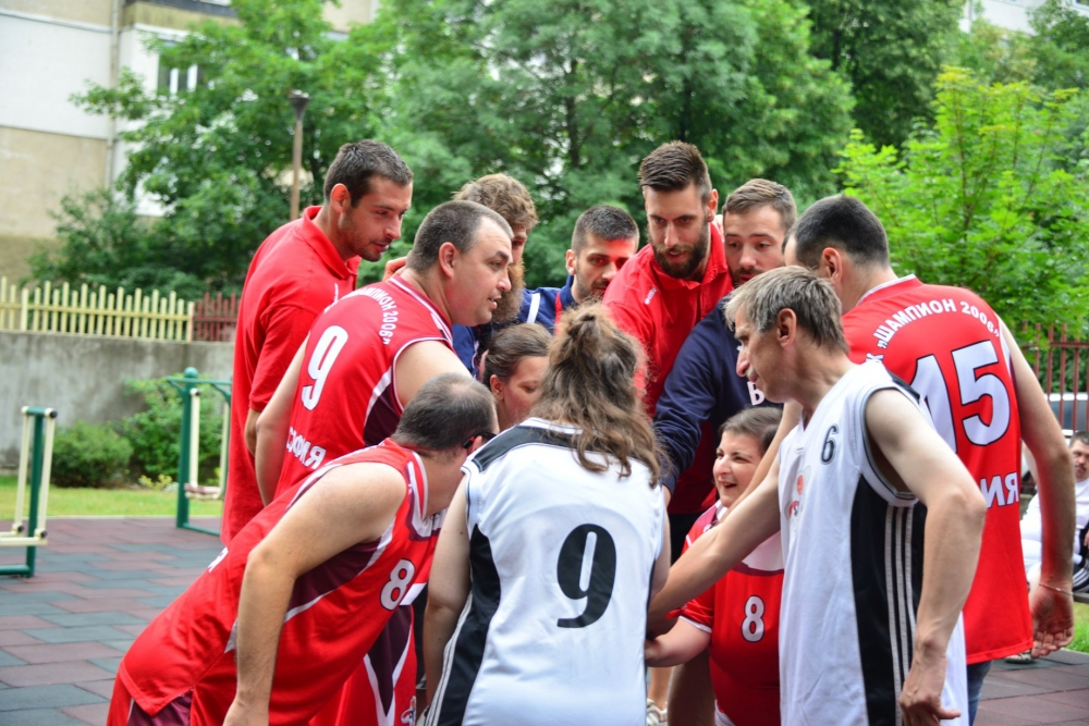 Добри баскетболисти, добри хора
