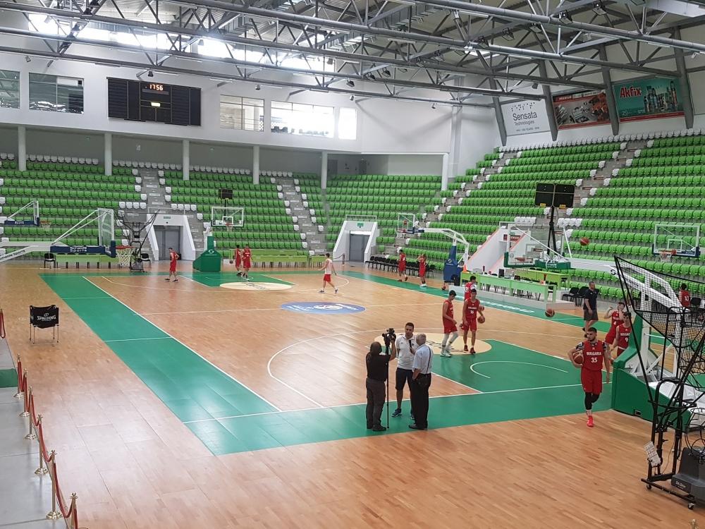 Юношите тренират в комфорта на Арена Ботевград