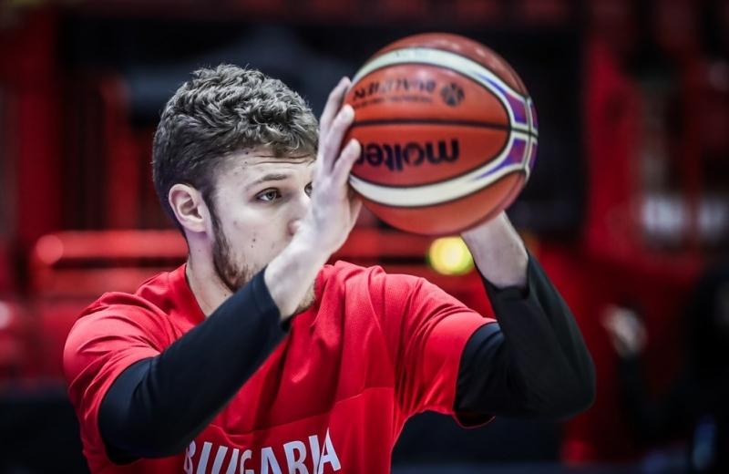 Александър Везенков с изпълнението на вечерта в квалификациите (видео)