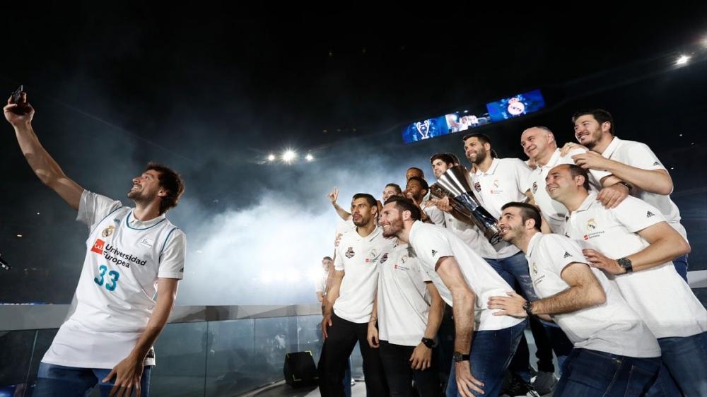 Баскетболният Реал Мадрид със своите минути слава на `Сантяго Бернабеу`