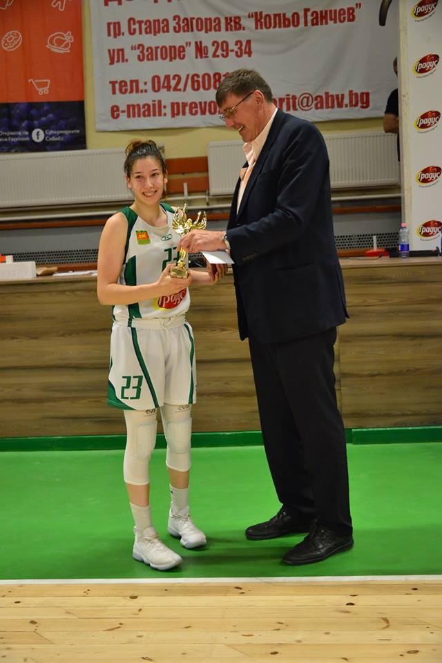 Три баскетболистки с индивидуални награди при девойките (19)