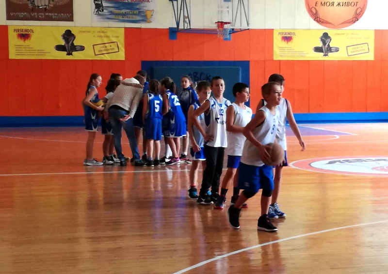 Снимки от баскетболния празник в школата на Левски