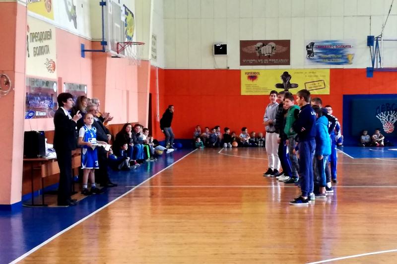 Наградиха медалистите в школата на Левски за миналия сезон