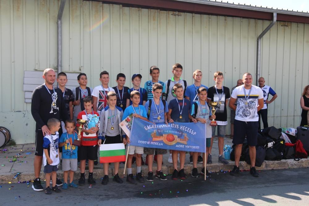 Несебър посрещна като шампиони момчетата U14