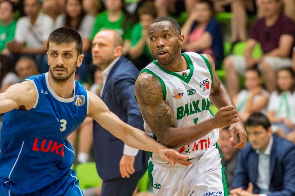 Баскетболист на Балкан с мил жест към играч от школата