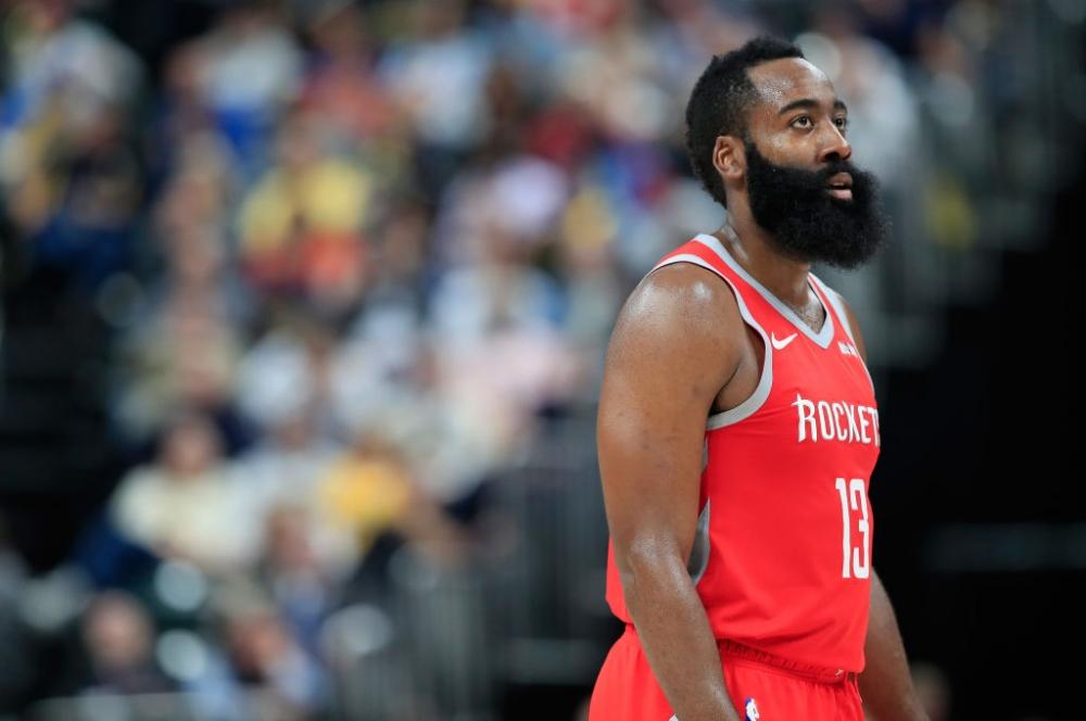 НБА уточни правилото за крачки, в полза на Джеймс Хардън