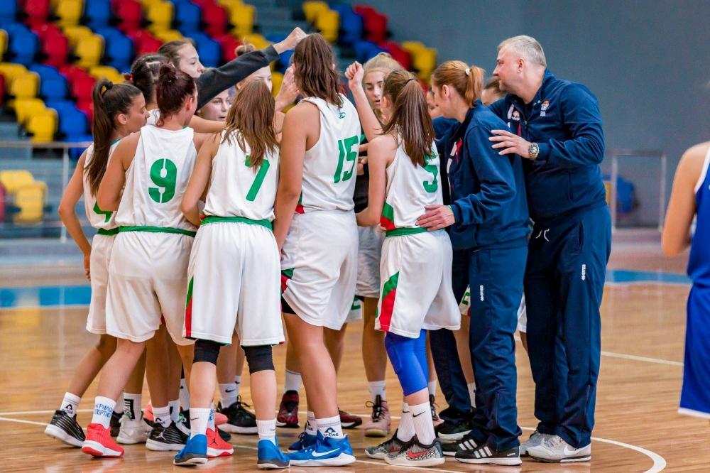 Момчета и момичета U15 стартират днес в Скопие