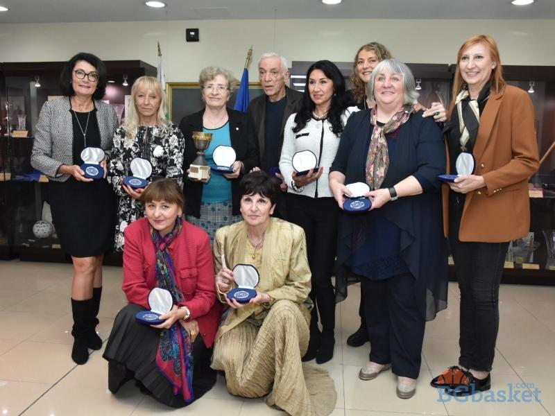 Легендите на Левски Спартак показаха Купа Ронкети на емоционална среща