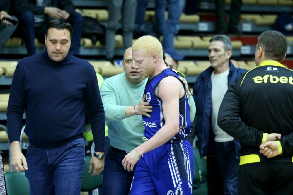 Бой на почивката развали мача на Черноморец срещу Берое
