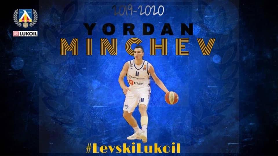 Минчев подписа с Левски Лукойл