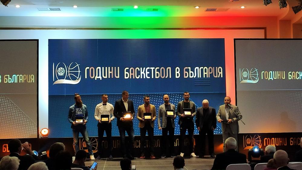 Бивши и настоящи национали в символичния отбор на десетилетието при мъжете