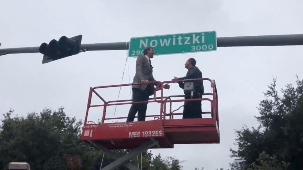 Кръстиха улица в Далас на Дирк Новицки (видео)