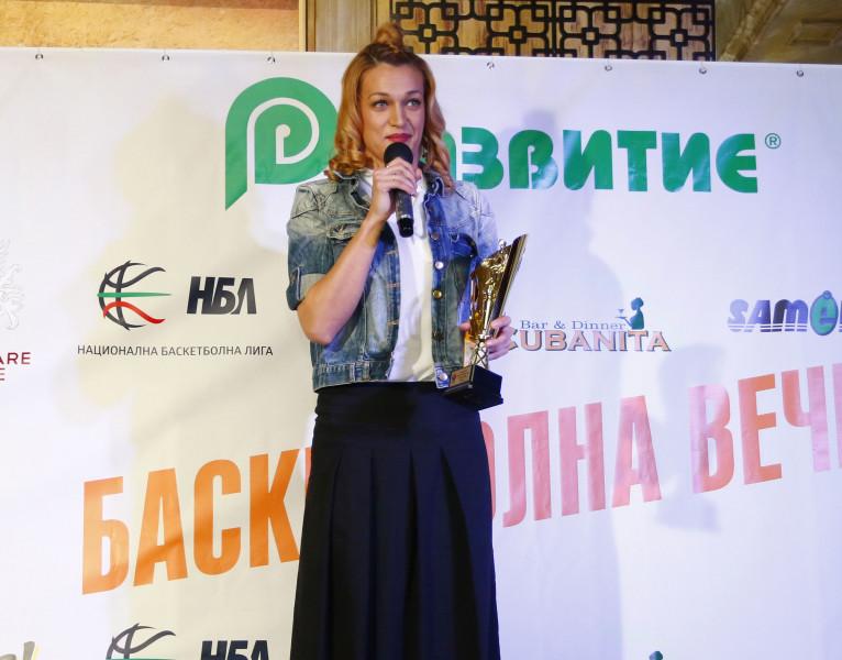 Радостина Димитрова направи Евладия Славчева баба