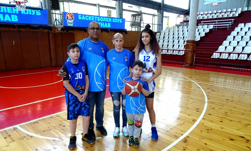 Баскетбол без граници – историята на семейство Абурая