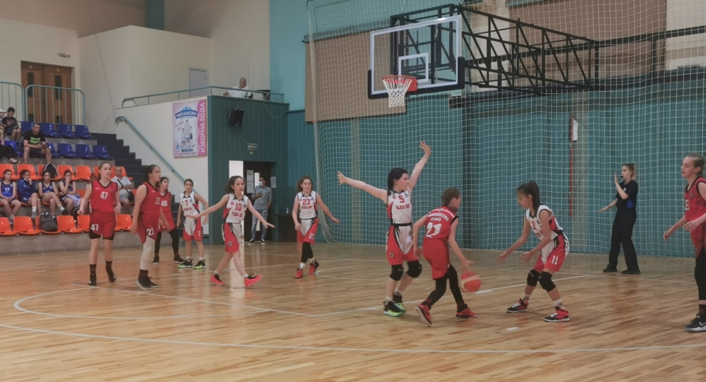 Момичета U12: Берое и Черно море спечелиха групите, Пирин и Рилецо също на полуфинал