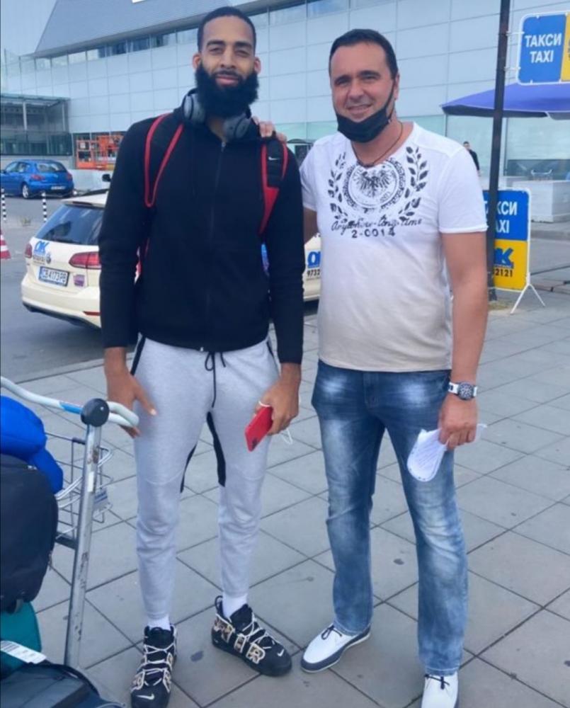 Последният от чужденците на Черноморец се присъедини към отбора