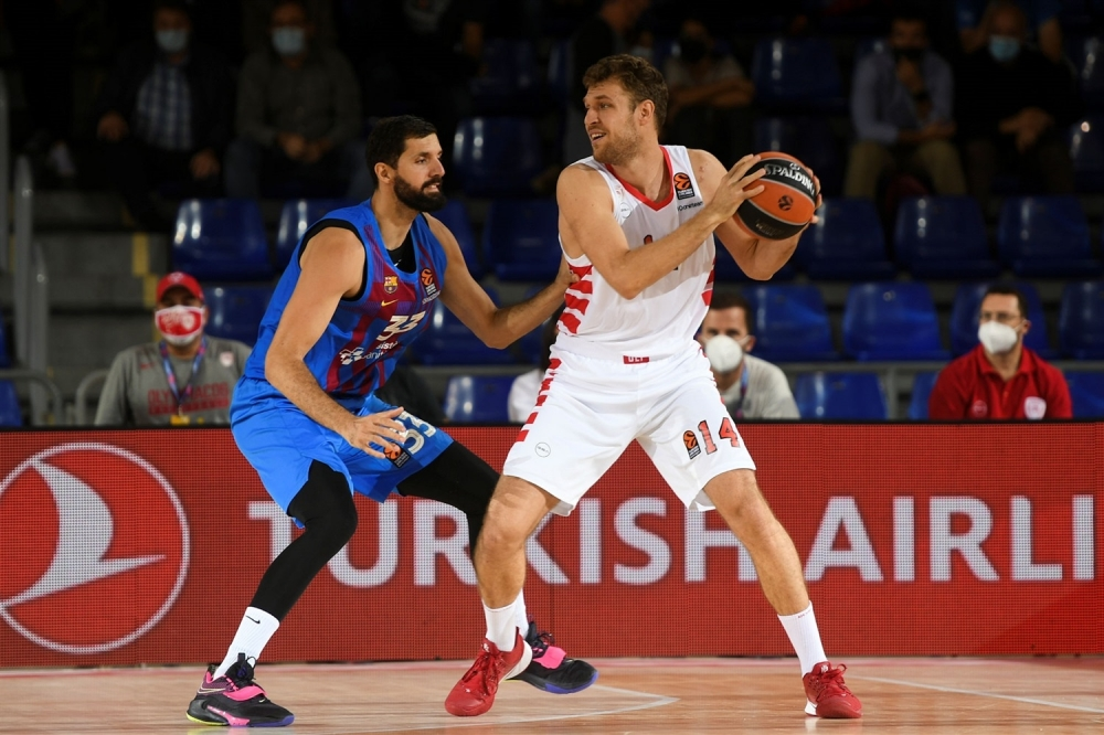 Спектакъл в Барселона, силен Везенков, но първа загуба за Олимпиакос