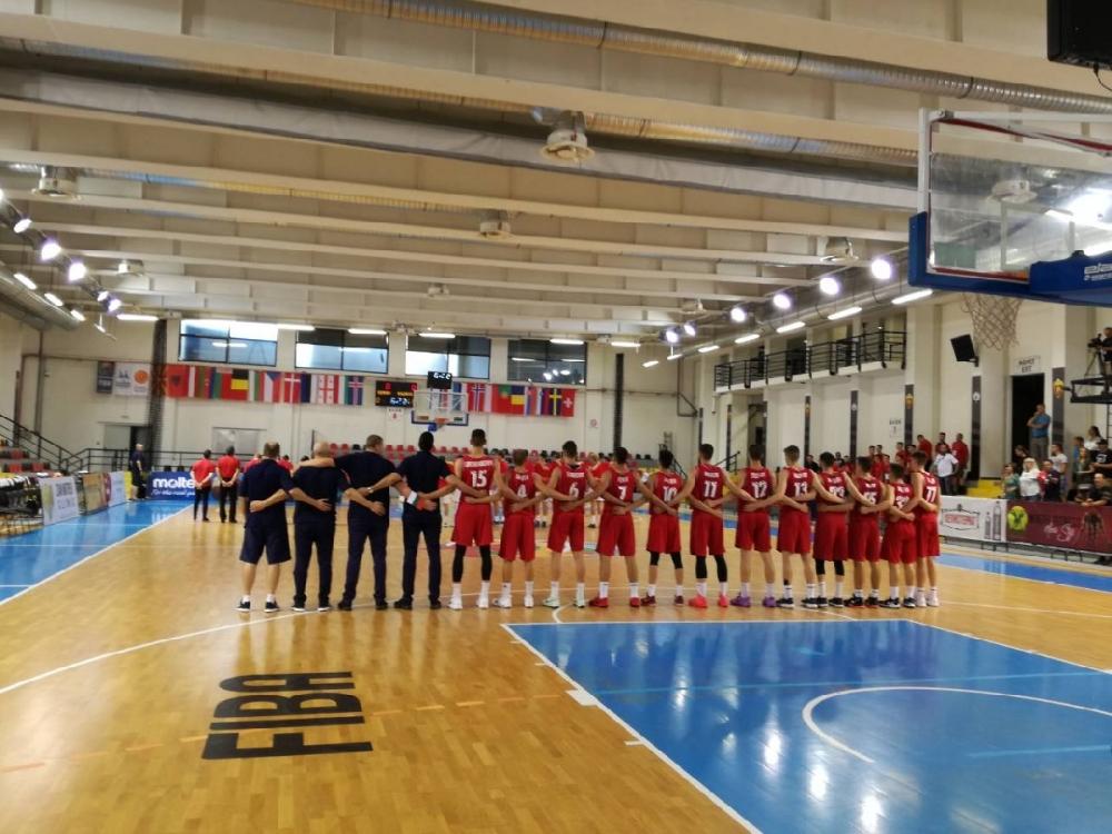 Грешна стъпка за България U18 на старта в Скопие