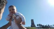 Играч на Берое разпуска с бебе на Шипка (снимки)