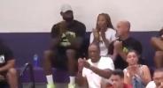 ЛеБрон като татко - треньор в гимназиален мач (видео)